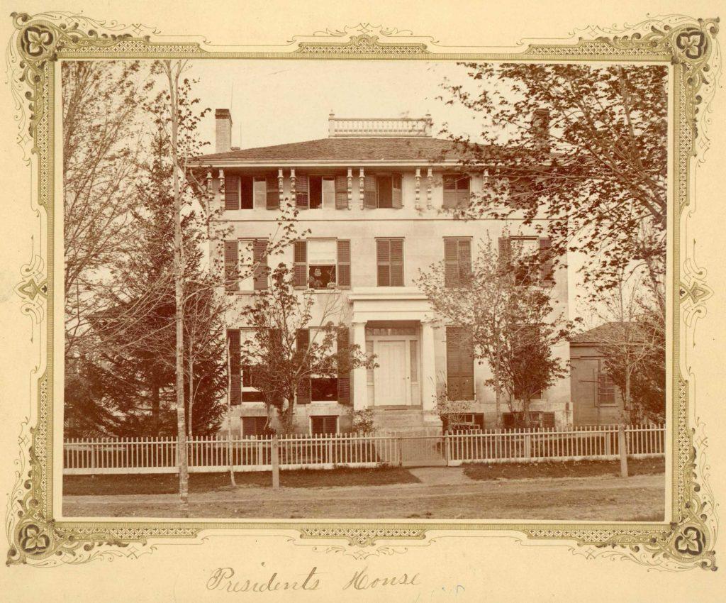 La primera casa residencial del presidente de Universidad de Michigan.