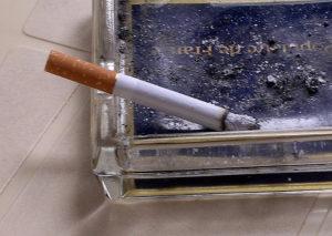 Aunque el consumo de cigarrillos apuntó un récord histórico entre jóvenes estadounidenses, el uso de cigarrillos electrónicos y puros pequeños está creciendo. Foto cortesía de Eric DelCroix.