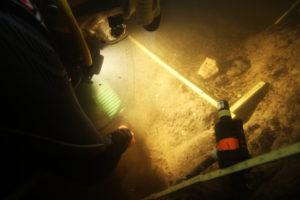 Investigadores buscan restos arquelógicos sumergidos.