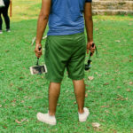 Un turista en Palenque con un selfie stick. Crédito de la imagen: Jason De León.