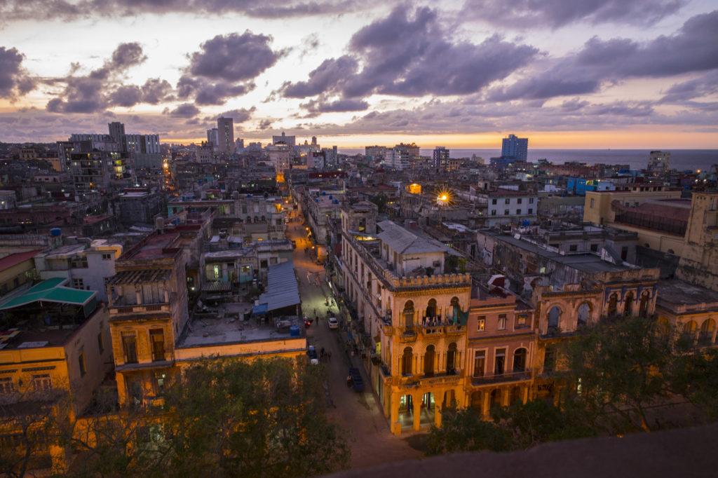 La Habana al atardecer durante un viaje de estudiantes de SMTD de la U-M a Cuba, primavera 2017.