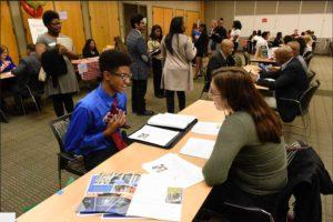 U-M lanza un programa de empleos de verano para jóvenes adultos