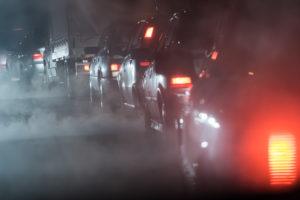 Carros en un embotellamiento de tráfico.