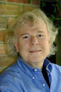 Andrei Markovits es profesor de ciencias políticas y estudios alemanes en la Universidad de Michigan. Ha escrito extensamente sobre cómo convergen la cultura, el deporte y la política.