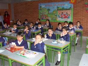 Estudiantes de una escuela pública de Colombia, entre los que participaron en el estudio.
