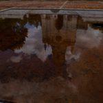 El reflejo de la Iglesia de San Agustín, en la vertiente oriental del Valle de Etla, a 18 kms. al noroeste de Oaxaca. Crédito de imagen: Mona McKinstry.