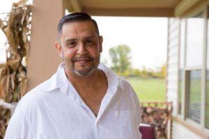 Después de un exitoso trasplante de hígado, el cantante Miguel Tomas Lucio utiliza su voz para hablar sobre la importancia de la donación de órganos.