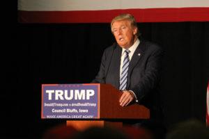 El entonces candidato presidencial Donald Trump durante un discurso en Iowa, en diciembre del. Cortesía de Matt A.J. Johnson