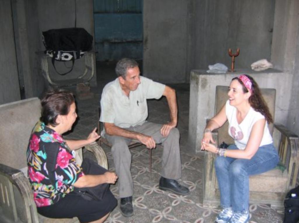 Ruth Behar en trabajo de campo en Palma Soriano, Cuba