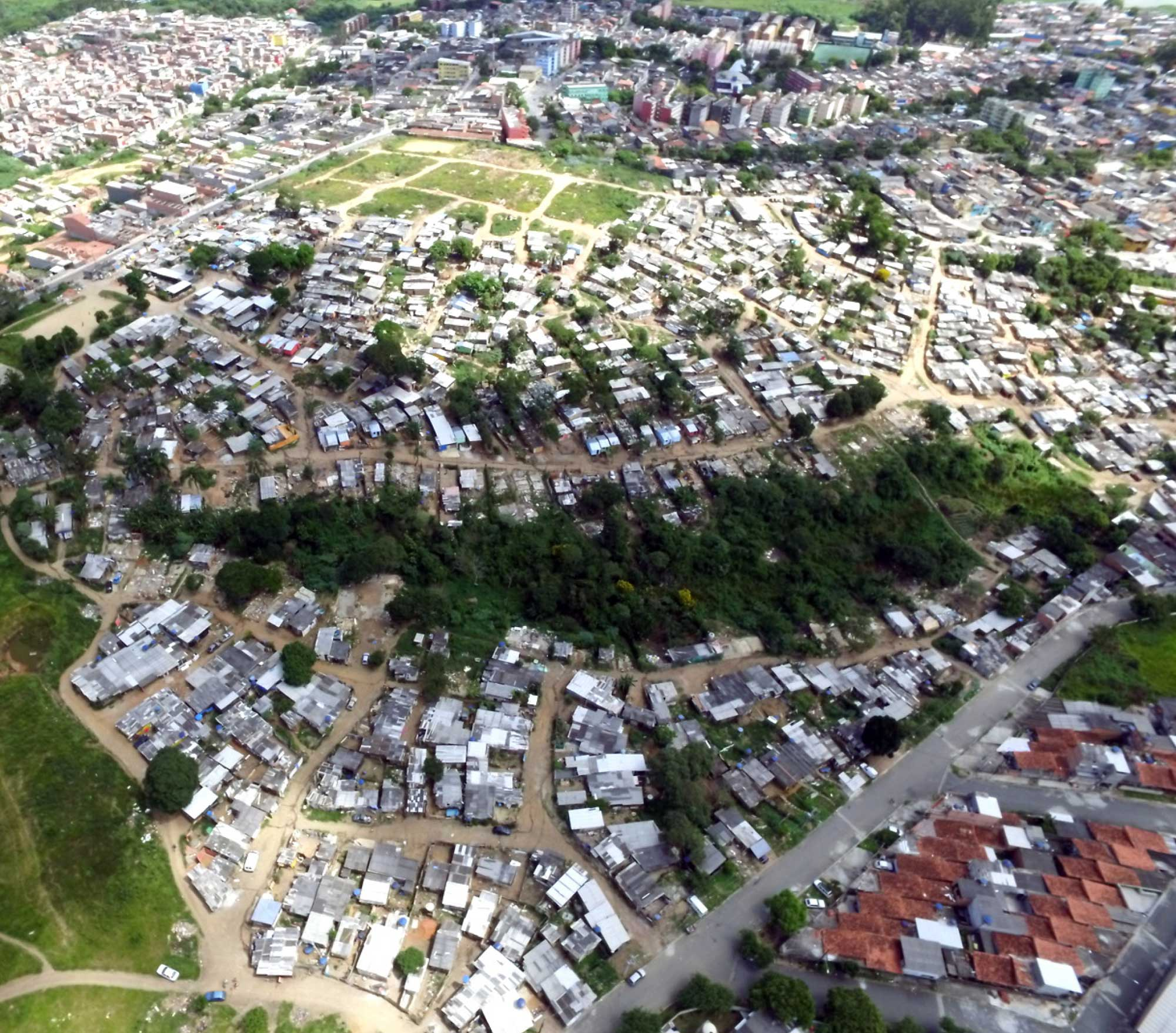 Vista aérea de Ocupacão Anchieta, en Sao Paulo, Brasil, donde estudiantes de Universidad de Michigan trabajaron con miembros de la comunidad en la Crédito de foto: Bruno Kelly y equipo Ocupação Anchieta Avança