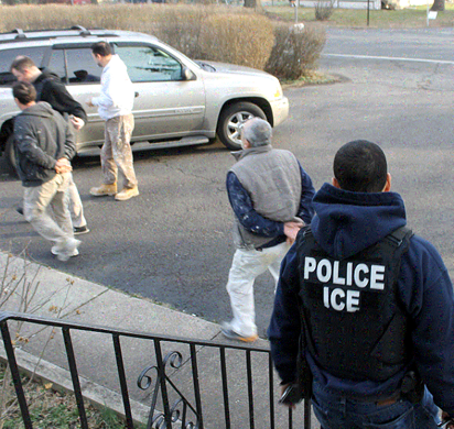 248 inmigrantes fueron arrestados en Pensilvania, Virginia Occidental y Delaware durante una operación de la Agencia de Inmigración y Control de Aduanas (ICE) en marzo del 2017. Fotografía cortesía de ICE.