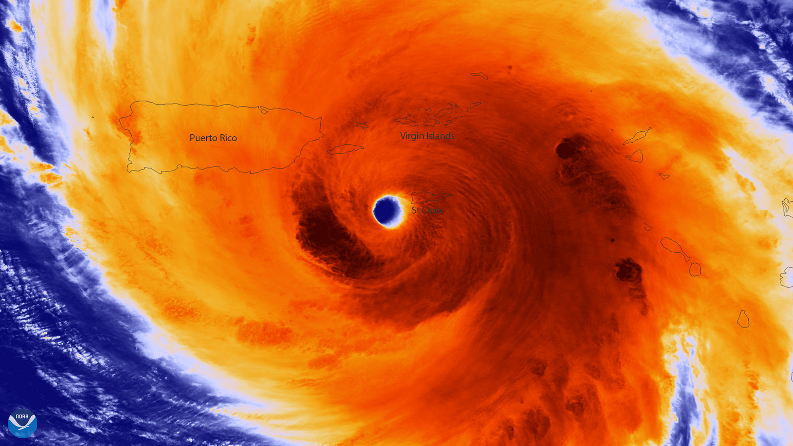 El ojo bien definido del huracán María tres horas antes de llegar a Puerto Rico el 20 de Septiembre de 2017 con vientos máximos sostenidos de alrededor de 150 mph. Crédito de foto: NOAA Servicio Nacional de Satélites, Datos e Información Ambiental (NESDIS) Imagen infrarroja coloreada del satélite Suomi NPP NOAA / NASA.