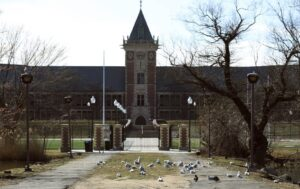 Quizás quisiste decir: The front gate of New Rochelle High School in New Rochelle, N.Y. The school was closed March 11, 2020 as part of efforts to contain spread of coronavirus. AP Photo/Chris Ehrmann 177/5000 La puerta principal de New Rochelle High School en New Rochelle, Nueva York. La escuela cerró el 11 de marzo de 2020 como parte de los esfuerzos para contener la propagación del coronavirus. Foto AP / Chris Erhmann