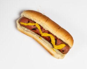 Comerse un hot dog podría costarle 36 minutos de vida saludable, mientras que optar por comer frutos secos en su lugar podría ayudarlo a ganar 26 minutos de vida saludable adicional, según un nuevo estudio de la Universidad de Michigan.