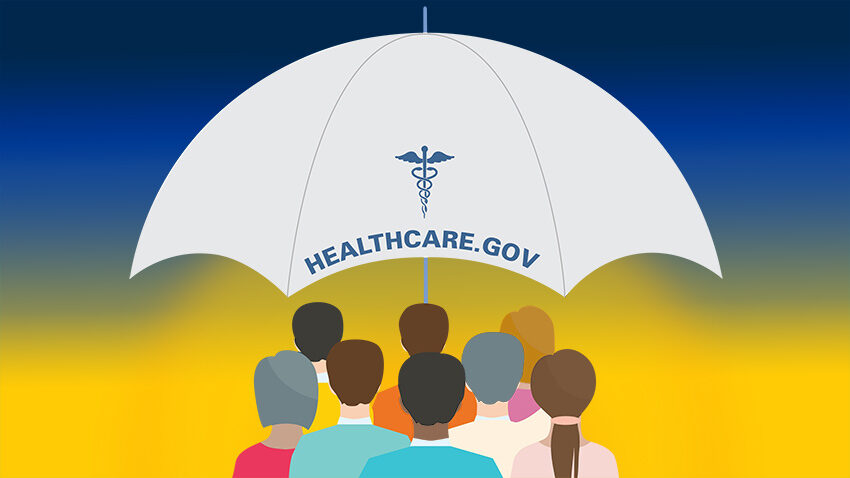 Una doble dosis de buenas noticias sobre seguros médicos. Imagen muestra gente no identificada bajo un paraguas que dice seguro de salud en inglés.